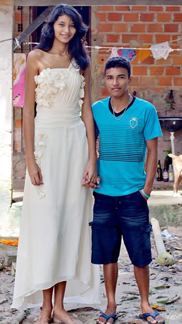 بالصور اطول امراة في العالم , شاهد بالصور اغرب النساء طولا 6548 3
