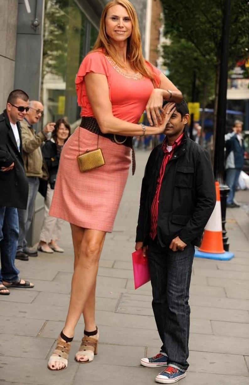 بالصور اطول امراة في العالم , شاهد بالصور اغرب النساء طولا 6548 4
