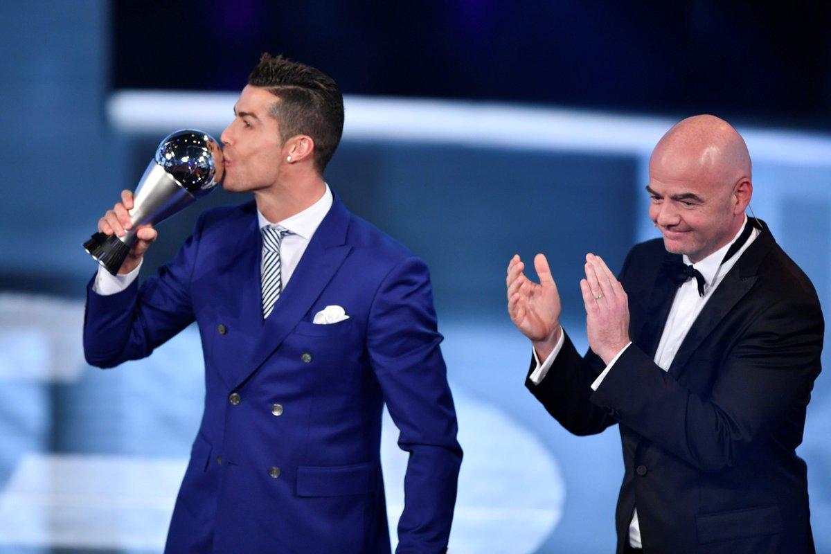صوره احسن لاعب فى العالم , جائزة افضل لاعب في العالم