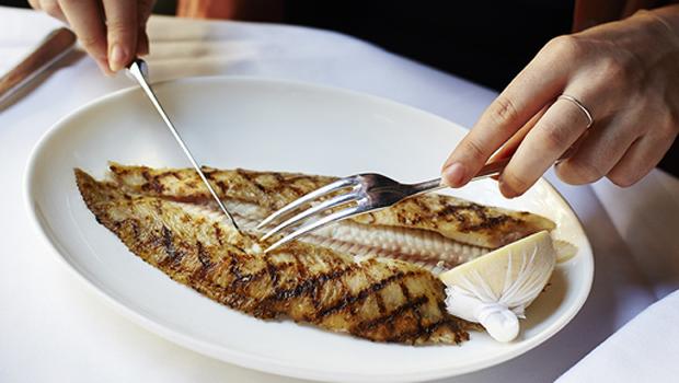 بالصور اتيكيت الاكل في المطعم , تعليم الاتيكيت الخاص بالطعام 12079