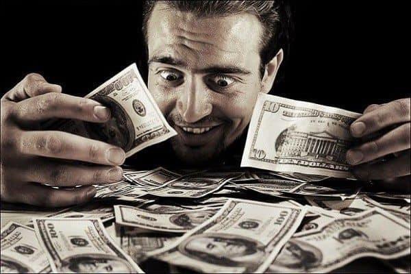 صورة رؤية النقود الورقية في المنام للعزباء , تفسير الاموال الورقية في الحلم للبنت