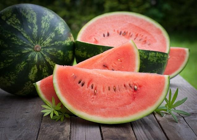 صورة تفسير اكل البطيخ الاحمر في المنام , رؤية اكل فاكهة البطيخ في الحلم
