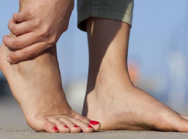 صورة الشوكة العظمية وعلاجها , علاج مشكلة شوكة القدم