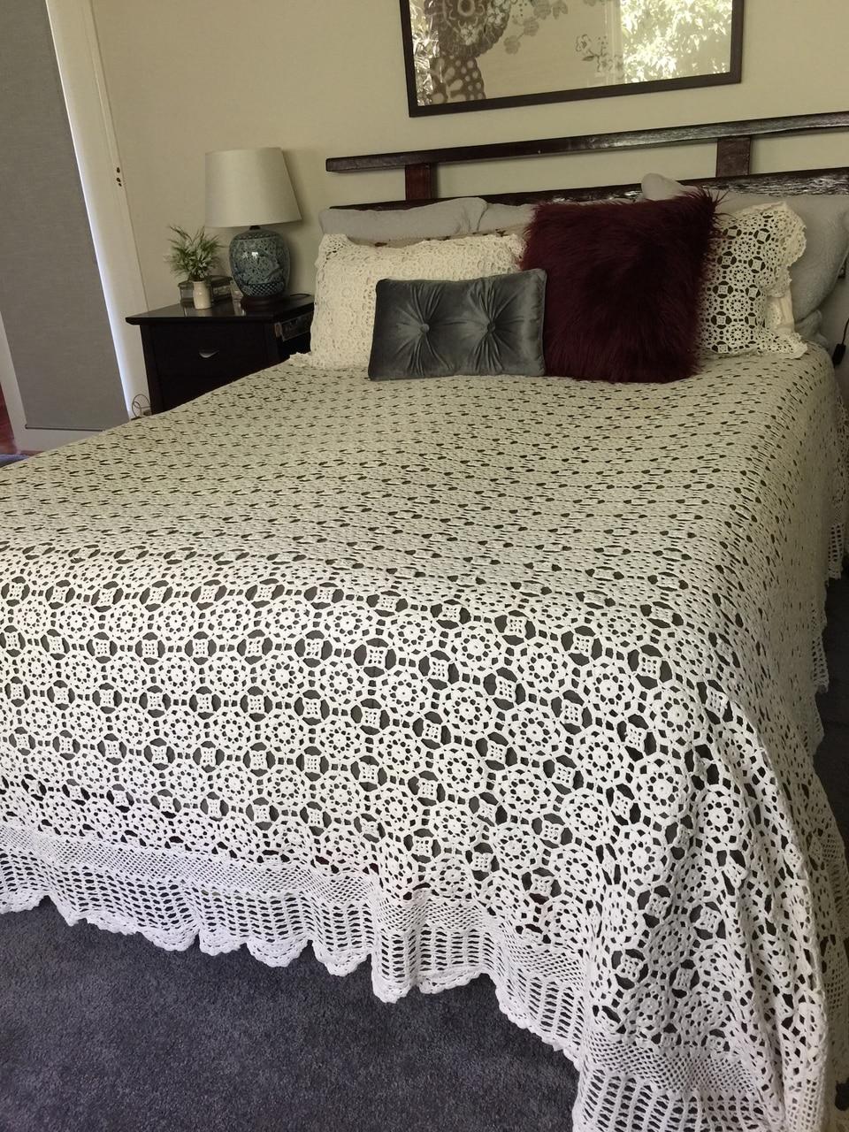 صورة اغطية السرير بالكروشي , اشيك مفارش السراير الكروشيه