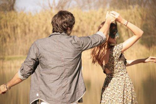 صورة كيف تجعل فتاة تحبك بالكلام , كيف تسرق قلب الانثي